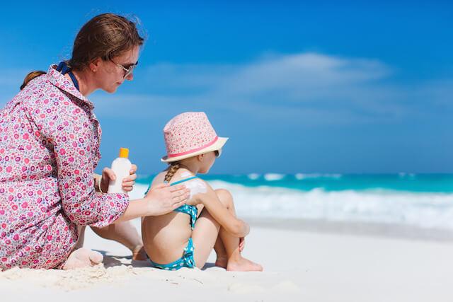 Bambini al mare: 10 consigli per proteggerli 01