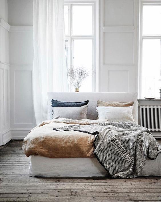 camera da letto e insonnia autunnale