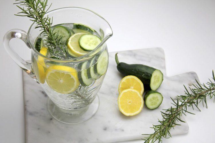 acqua aromatizzata preparazione